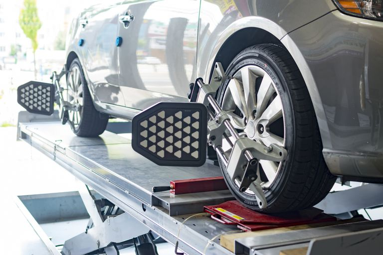 4 Signs that Your Car needs Wheel Alignment